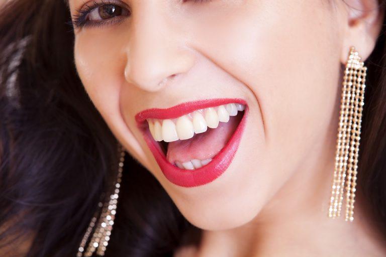 śnieżnobiałe zęby